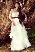 Beautiful bride posing at nature — Stock Photo