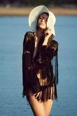 Beautiful woman at the sea — Stockfoto