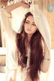 Tenero ritratto di ragazza giovane e bella — Foto Stock