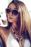 Portret van vrouw in bikini — Stockfoto