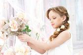 Meisje met bloemen — Stockfoto