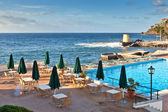 Hotel pool near the atlantic ocean, Madeira, Portugal — Stock Photo