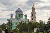 Holy Trinity Church and Bell Tower of Troitsky Serafimo-Diveyevs — Stock Photo