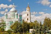 Église et le clocher de troitsky serafimo-diveyevs Sainte Trinité — Photo