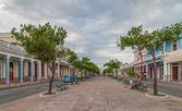 Traditional colonial style buildings located on main street — Stock Photo