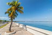 Embankment of Carribean sea in Cienfuegos, Cuba — Stock Photo