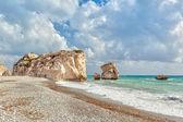 Aphrodite's rock and beach Petra tou Romiou — Stock Photo