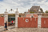 Tourists entering to the doors of  old venetian fortress — Stock Photo