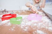 Young girl making gingerbread — Stockfoto
