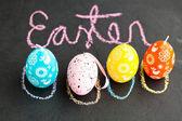 Kleurrijke pasen ei-vormige kaarsen en tekst — Stockfoto