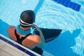 ženské volný potápěč v bazénu — Stock fotografie
