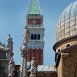 Statues of the Cathedral of San Marco — Stock Photo #6085175