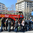 Tourists a tour bus to Plaza Catalunya in Barcelona, Spain . — Stock Photo