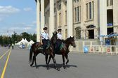 Mounted police patrol Moscow park — Stock Photo