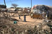 Camp for African refugees and displaced people on the outskirts of Hargeisa in Somaliland under UN auspices. — Stock Photo