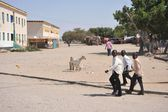 Unidentified Somalis in the streets of the city of Berbera — Stock Photo