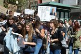 Protest demonstration of university students and college students in Alicante — Stock Photo