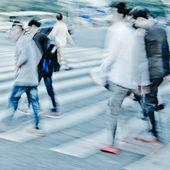 Multidão na rua de passadeira — Foto Stock