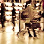 Shopping crowd at marketplace shoe shop — Stock Photo