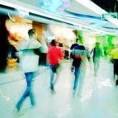 Shoppiing crowd at marketplace — Stock Photo
