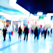 Shoppiing crowd at marketplace — Stock Photo