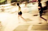 Affari a piedi sulla strada — Foto Stock