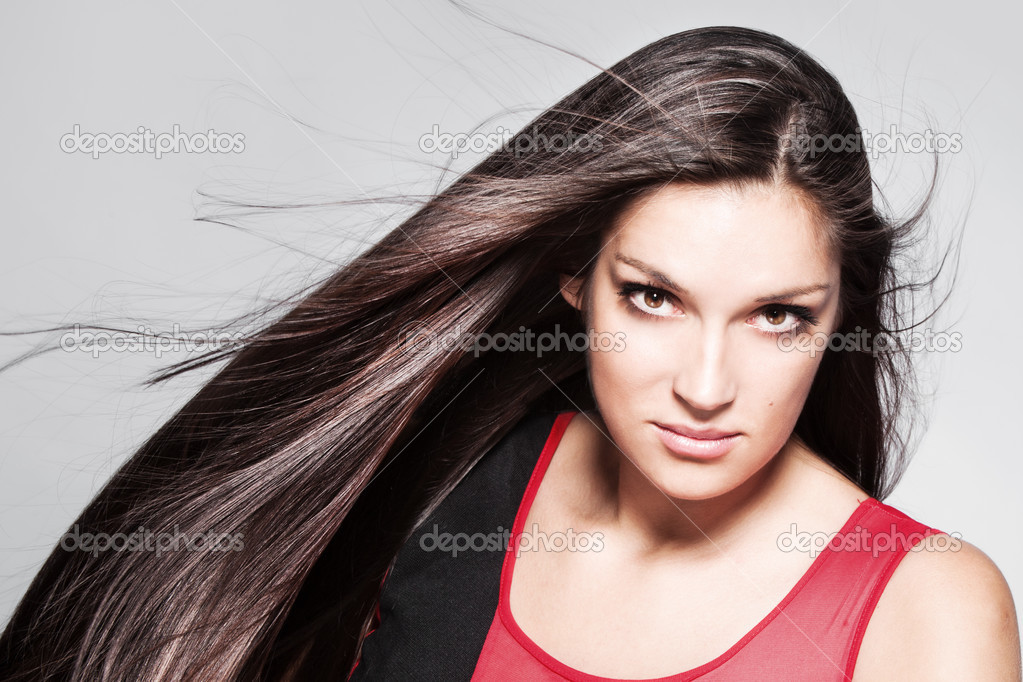 Beauty woman portrait with long shiny hair studio shot horizontal — Stock Photo #12644288