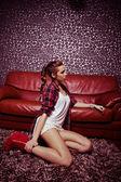 Dziewczyna w pokoju — Zdjęcie stockowe