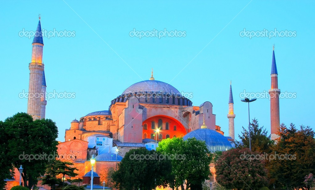 The famous Hagia Sophia in Istanbul, Turkey — Stock Photo #12231365