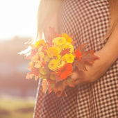 Girl with a bouquet — Stockfoto