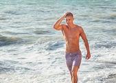 Walking on the beach — Stock Photo