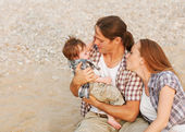 Parents soothe a crying baby — Stock Photo