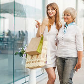 Adult mother and daughter after shopping — Stock Photo