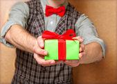 Male hands holding small gift with ribbon. — ストック写真