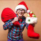 Guy holding a gift and emotionally happy Christmas — Stockfoto
