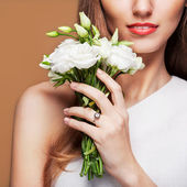 Fashion Beauty Model Girl with Flowers  — Foto de Stock
