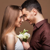 Beautiful couple in love with bouquet flowers. Valentine's Day — Stock Photo