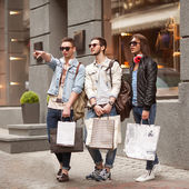 Three Young male fashion metraseksuals shop. Men shopping walk. — Stockfoto