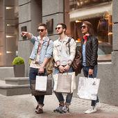 Three Young male fashion metraseksuals shop. Men shopping walk. — Foto Stock