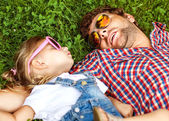 Father with daughter In Park smiling happy — ストック写真