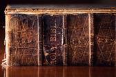 Alte bibel hautnah — Stockfoto