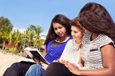 Friends Reading Bible on the Beach — Stock Photo