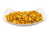 塩漬けロースト ピーナッツやトウモロコシの種子とボウル — ストック写真
