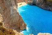 Geweldige strand navagio in zakynthos, griekenland — Stockfoto