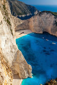 Vista del naufragio sulla spiaggia navagio a zante, grecia — Foto Stock