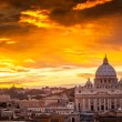 Basilica of St. Peter at sunset with the Vatican in the backgrou — Stock Photo