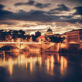 Vintage Night view at St. Peter's cathedral in Rome, Italy — Stock Photo