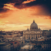 Vintage view at St. Peter's cathedral in Rome, Italy — Stock Photo