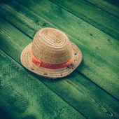 Summer panama straw hat isolated on green wood table - vintage c — Stock Photo