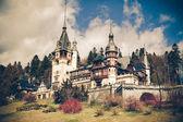 Vue des montagnes vintage de peles château, sinaia, roumanie — Photo